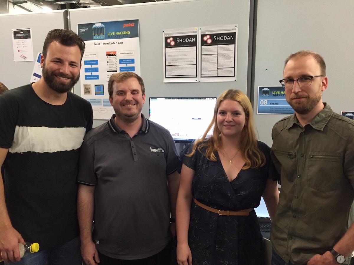 Colin Schwarz, Philip Schmutz, Tanja Neuenschwander und Sandro Bernasconi haben sich der Sicherheitslücken beim «Internet of Things» angenommen.