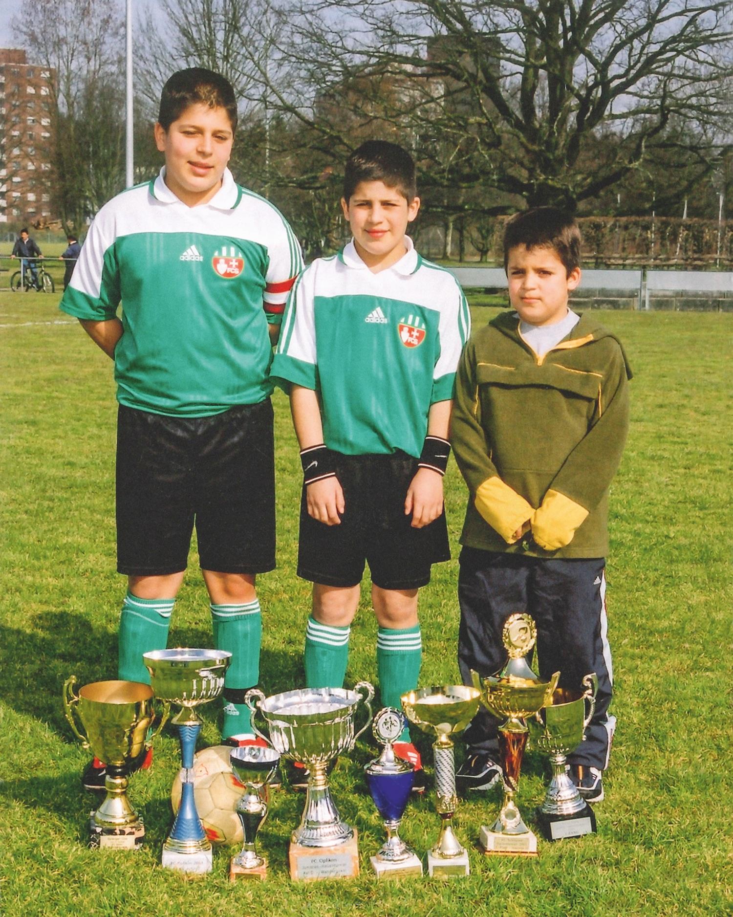 Die drei Brüder als sie noch bei den Junioren spielten.