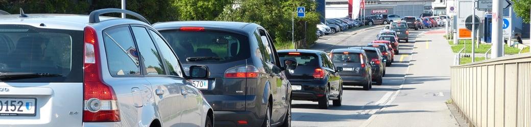 Vor der Motorfahrzeugkontrolle Schlange stehen? Dafür gibt es viele Gründe.