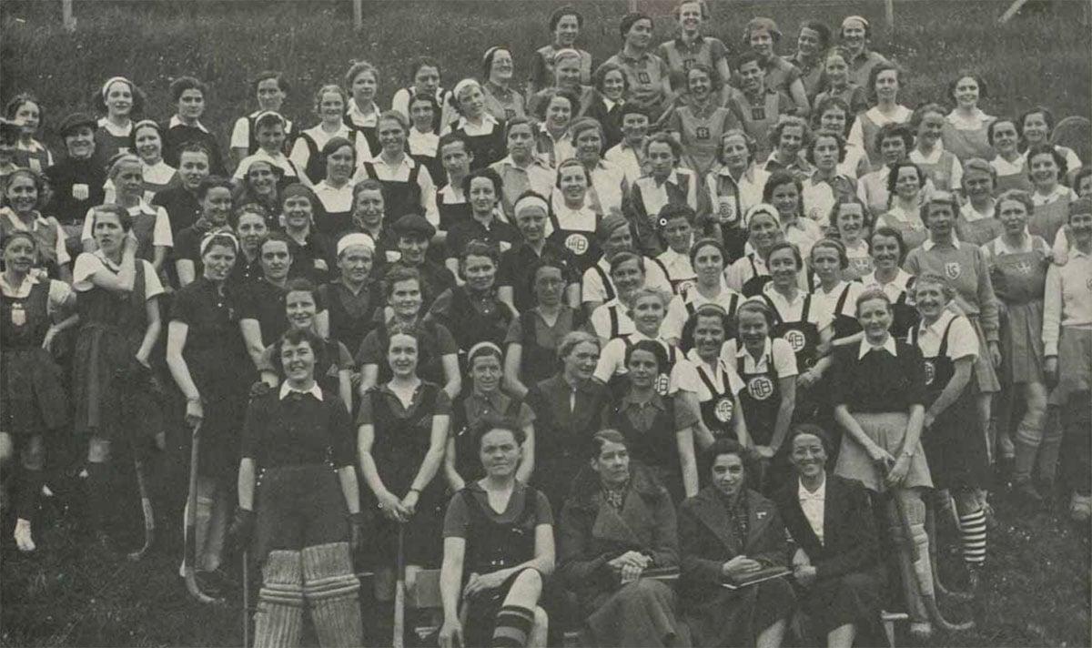 Frauen-Power auf der Hubelmatt. Sieben Jahre nach der Gründung der Landhockey-Abteilung führt 1937 der Schweizerische Landhockeyverband sein bislang grösstes Hockeyturnier durch.