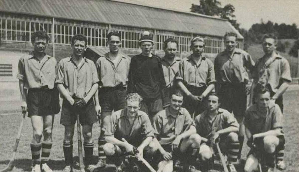 Schweizer B-Landhockeymeister 1948 mit den Brüdern Hans Erni (1.v.l. stehend) und Paul Erni (2.v.l. stehend).