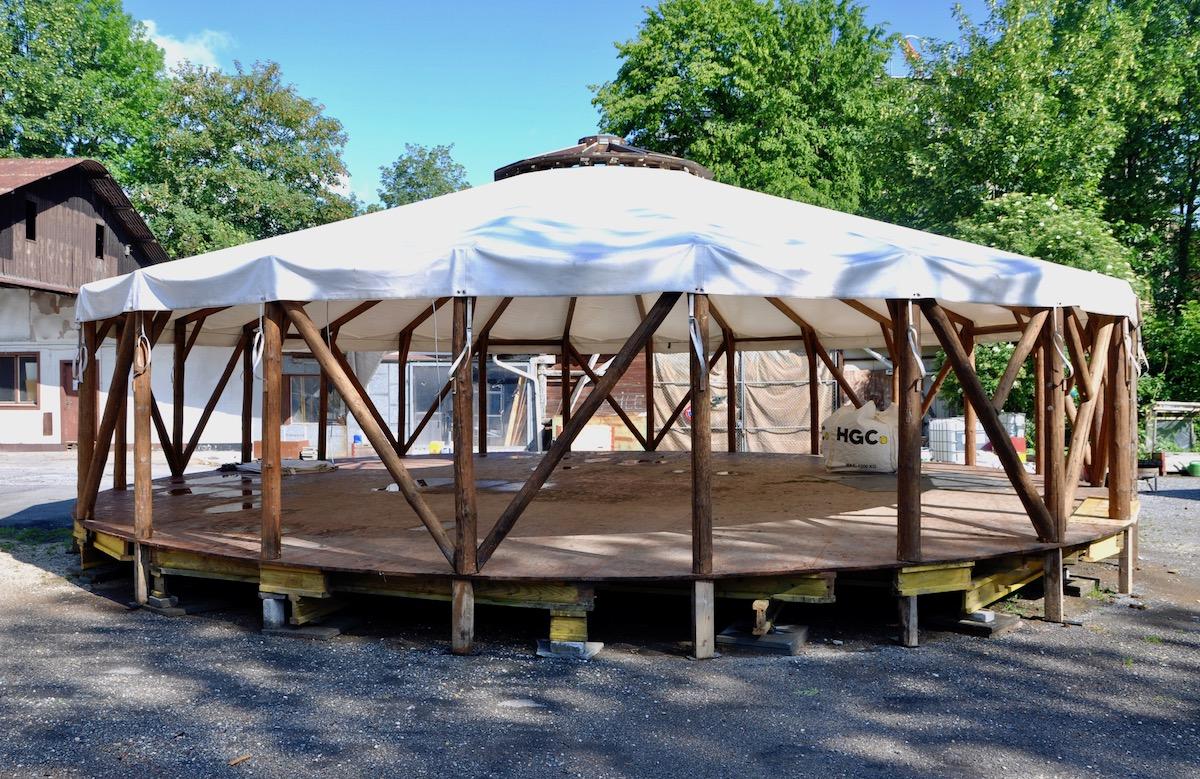 Das Zelt: gross aber praktisch.