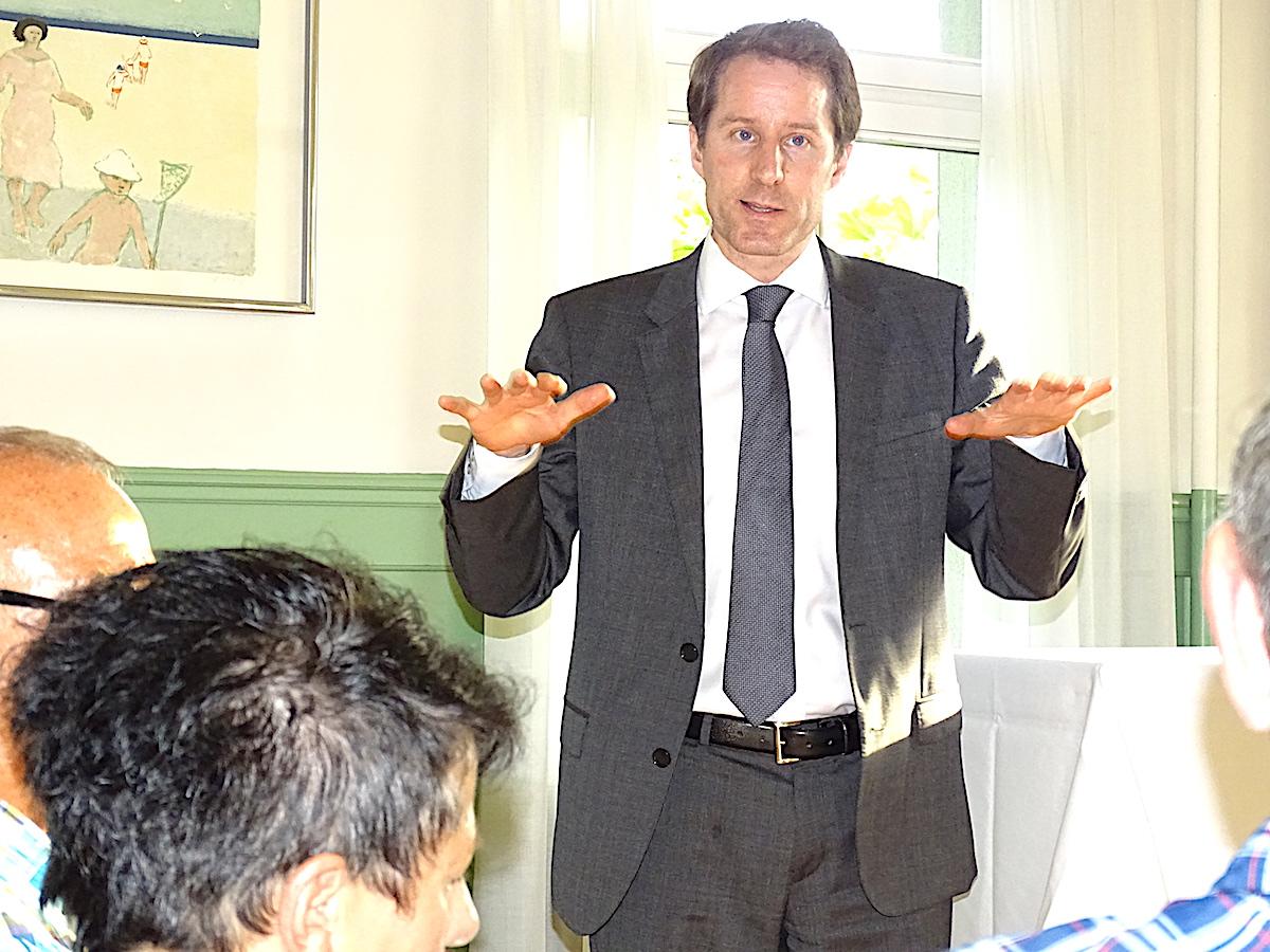 SVP-Nationalrat und Kantonalpräsident Thomas Aeschi referierte über die bundespolitischen Herausforderungen der SVP.