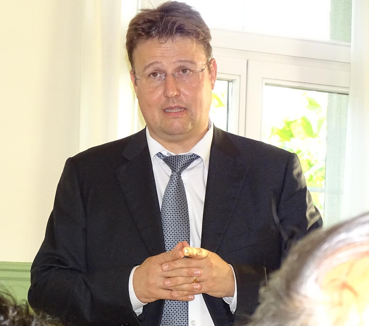 Manuel Brandenberg, SVP-Fraktionsvorsitzender im Zuger Kantonsrat, erzählte von heiligen und unheiligen Allianzen der Rechtsbürgerlichen.