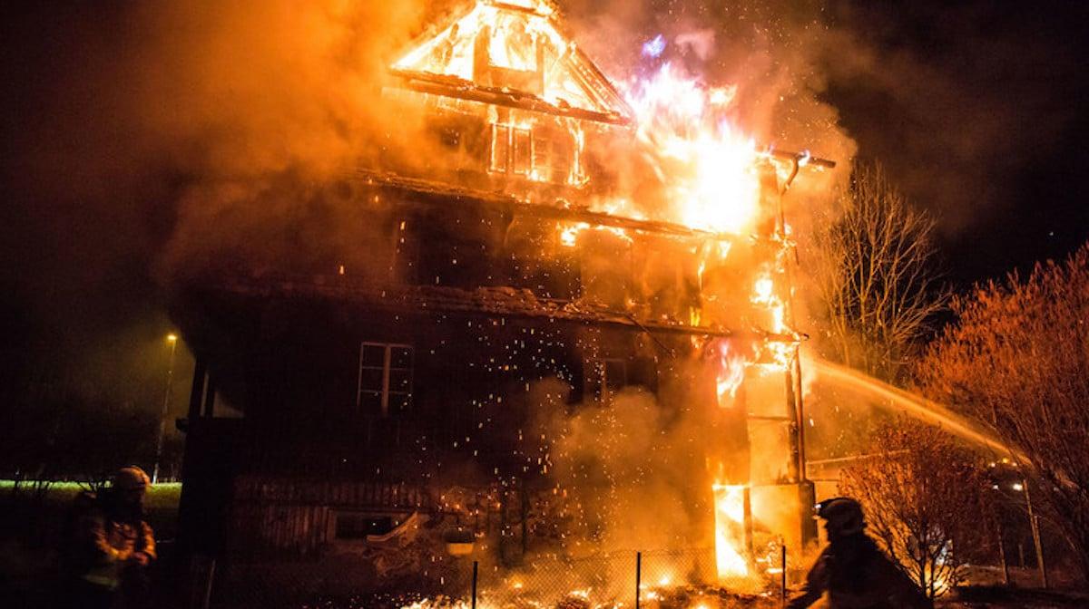 Im März brannte das Haus bis auf die Grundmauern nieder.