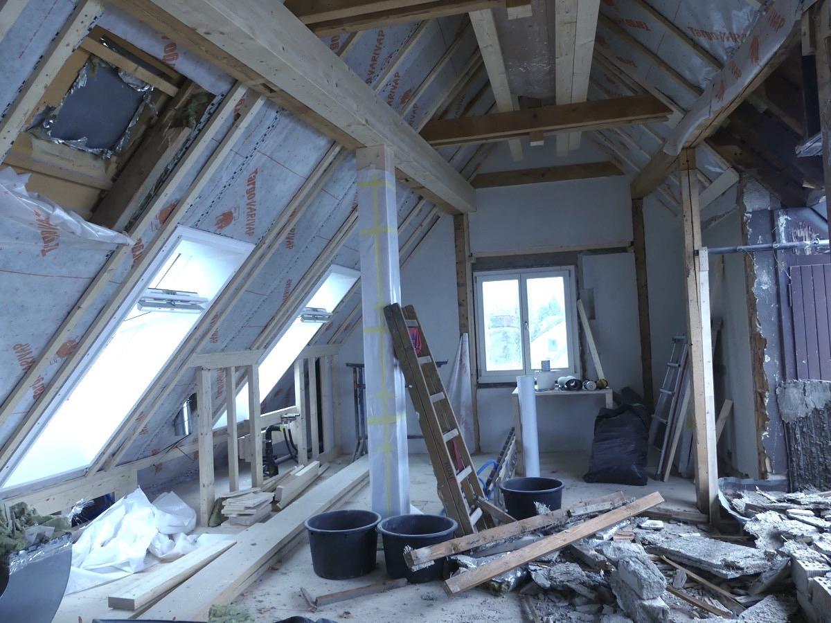 In den oberen Stockwerken des Gebäudes entstehen derzeit Wohnungen.