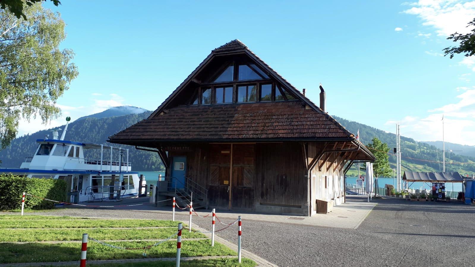 Liegeplatz für die «Ägerisee» und Studenhütte in Oberägeri.
