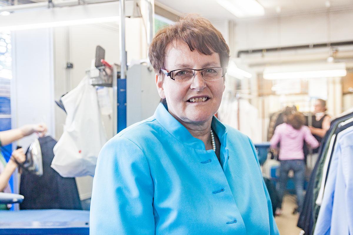 Die FDP-Politikerin im familieneigenen Textilpflegebetrieb in der Luzerner Neustadt.