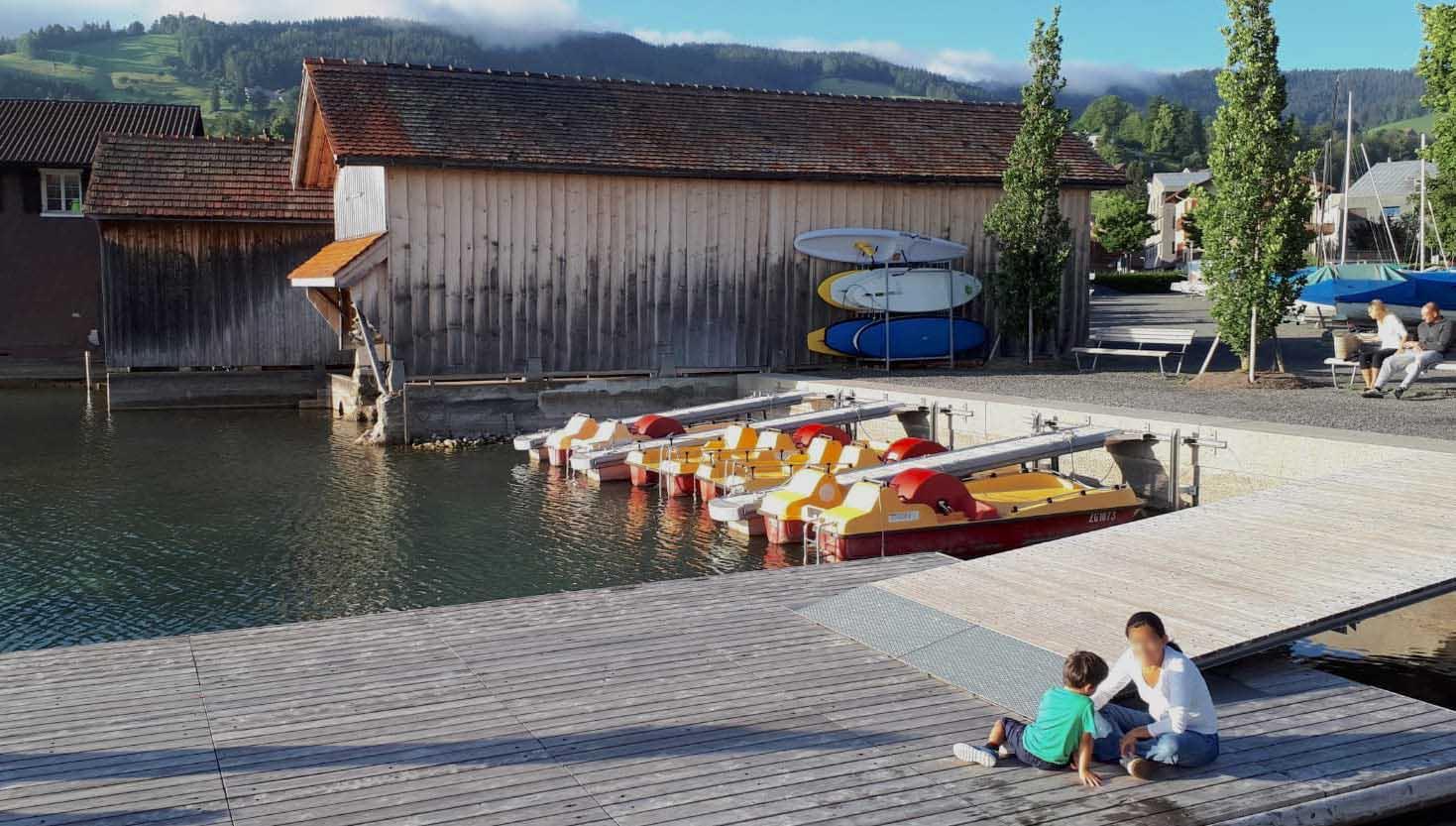 Unmittelbar am Ufer darf laut Kanton absolut nichts gebaut werden – ausser die Gebäude stehen schon, wie die Bootshäuser am Seeplatz.