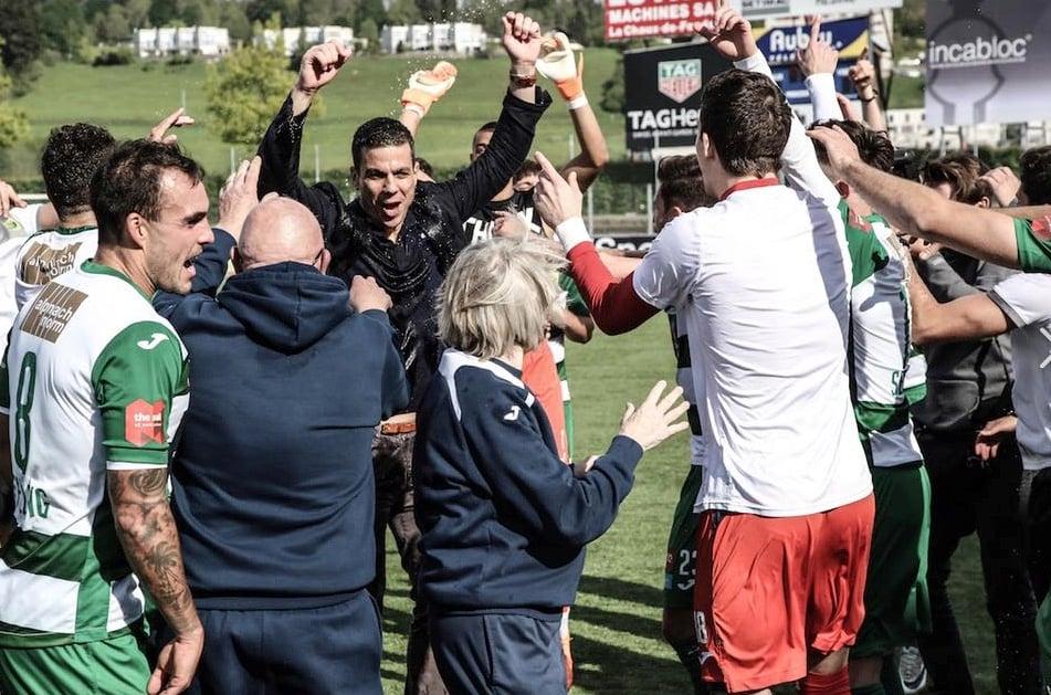 Bruno Berner (Bildmitte) konnte letzte Saison den Aufstieg feiern.