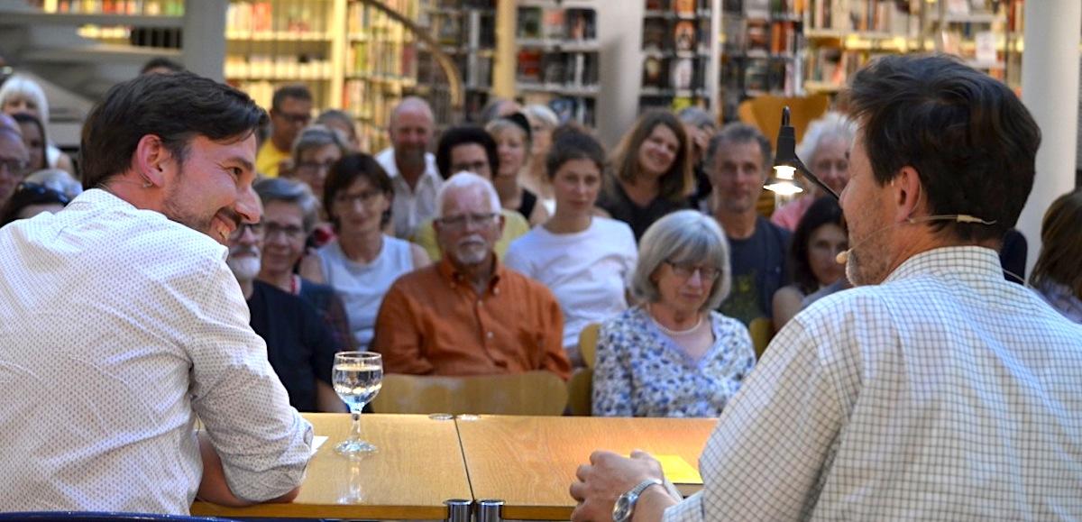 Lebendiges Interview mit dem Autor: Thomas Heimgartner von der Literarischen Gesellschaft Zug.