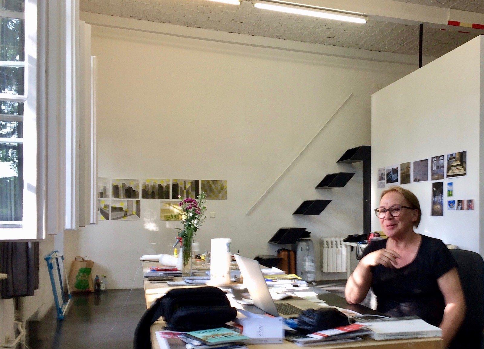 Die Luzerner Künstlerin Johanna Näf im Zuger Atelier in Berlin.