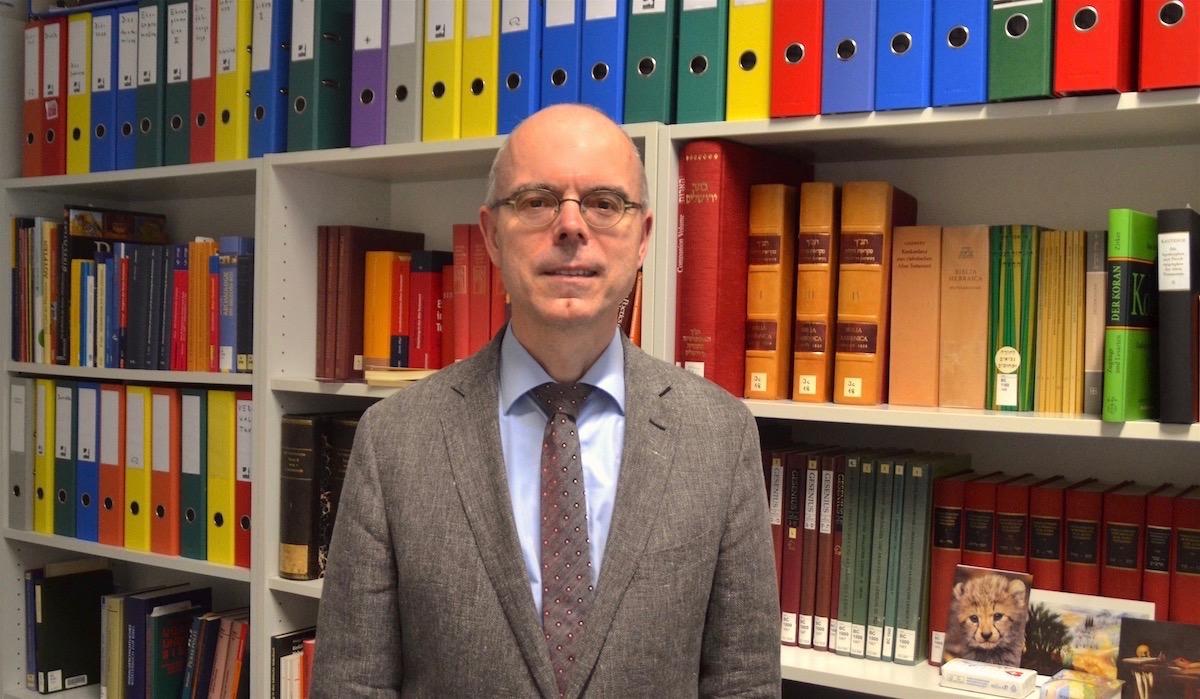 Der Dekan der Theologischen Fakultät Martin Mark freut sich über das neue Zentrum für Komparative Theologie.