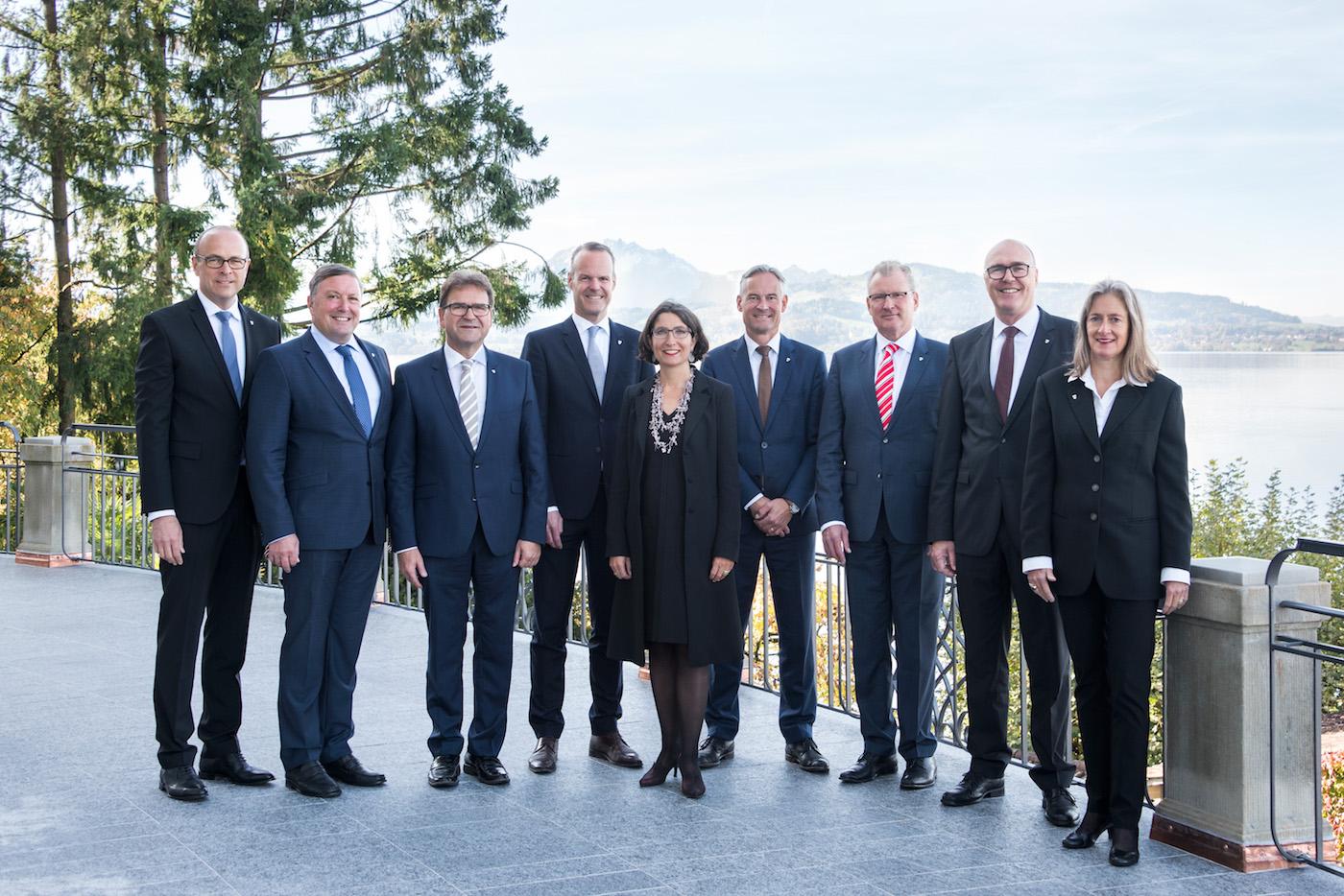 Von links nach rechts: Tobias Moser, Urs Hürlimann, Beat Villiger, Stephan Schleiss, Manuela Weichelt-Picard, Matthias Michel,Heinz Tännler, Martin Pfister, Renée Spillmann Siegwart.