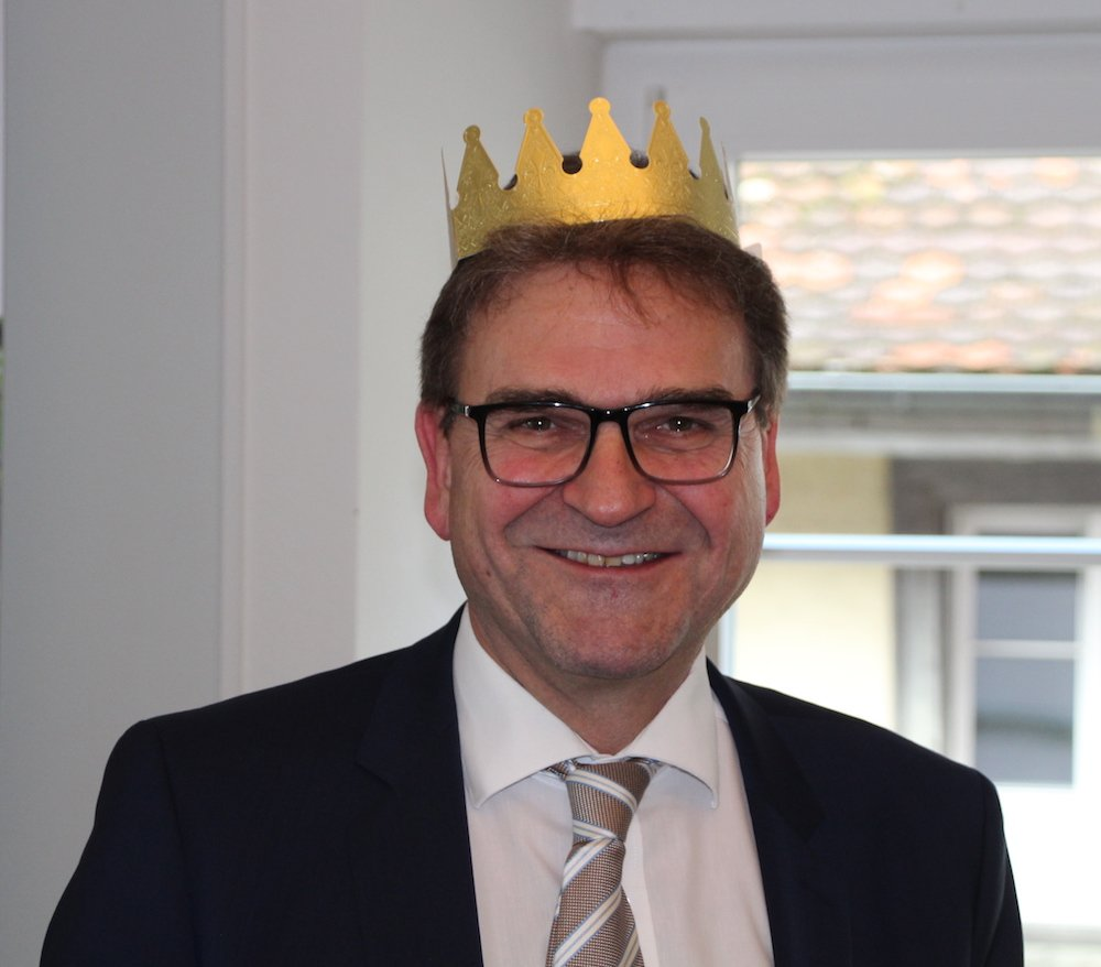Ist manchmal selbst so eine Art «Oligarch»: Bei der Dreikönigskonferenz der CVP in Zug hatte Sicherheitsdirektor Beat Villiger das entsprechende Kuchenglück.