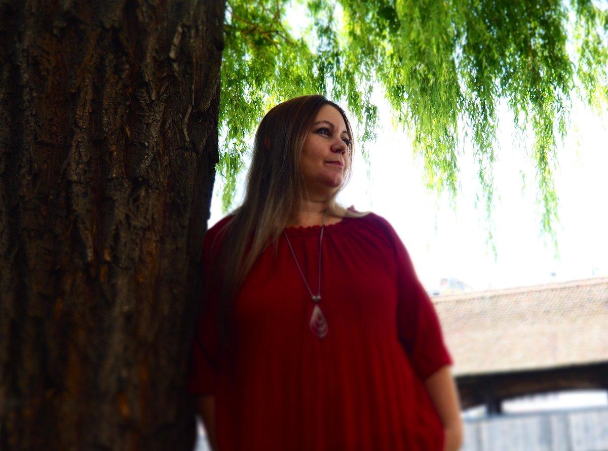 Monika Mansour hat sich dem Krimi verschrieben. Inspiration für ihre Bücher hat sie schon zuhauf in ihrem Leben gesammelt.