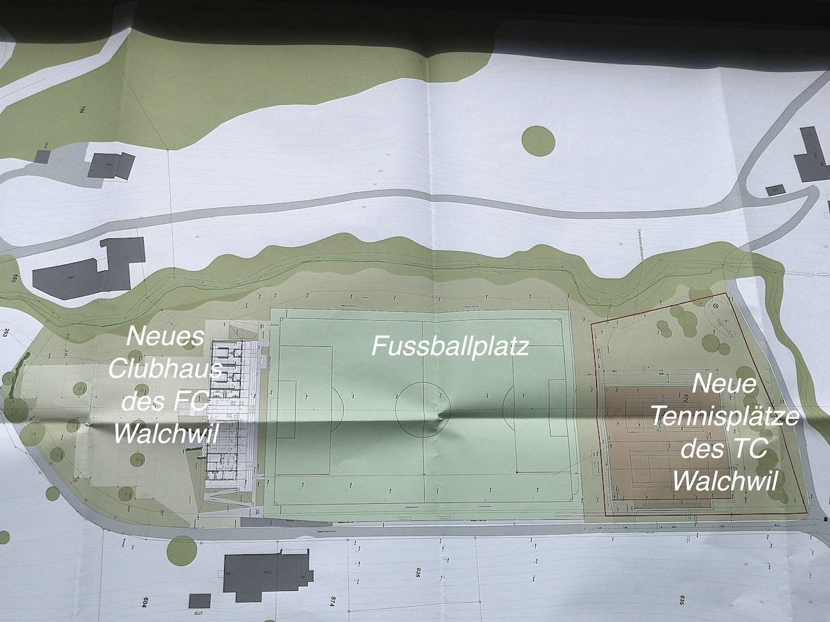 So sehen die offiziellen Baupläne auf dem Walchwiler Lienisberg für Fussball und Tennis aus. Während der neue Fussballplatz und das neue Clubhaus bereits realisiert worden sind, sollen die Tennisplätze bis Ende des Jahres fertiggestellt sein.