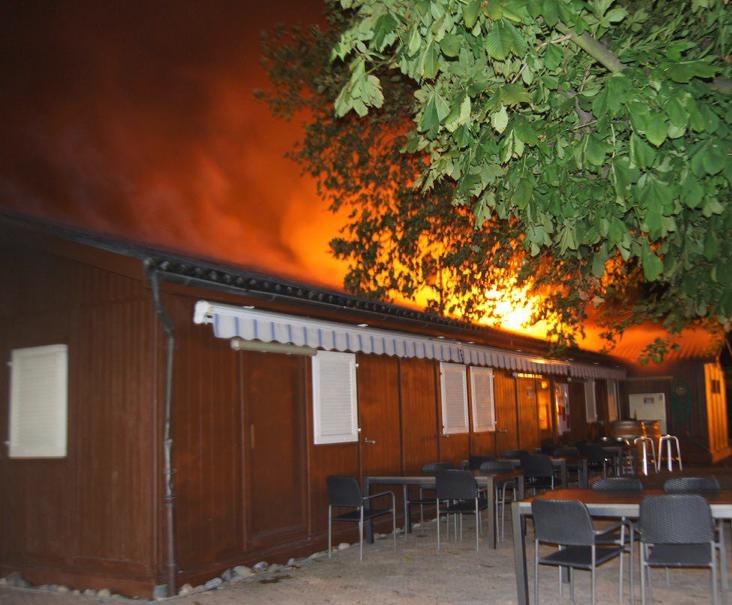 Da brannte es lichterloh – das «Centro Espanol» in Flammen.