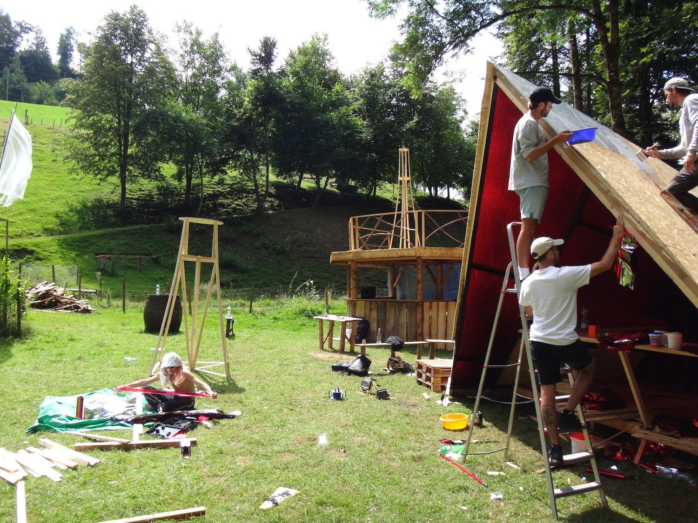 Aufbau auf dem Gelände des «Am Bach»-Festivals.