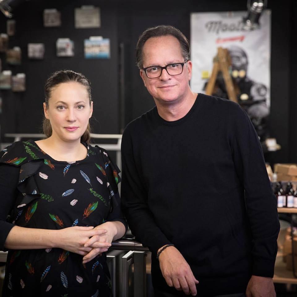 Martina Unternährer und Stefan Egli von «Swiss Design Market» beleben die Luzerner Altstadt.