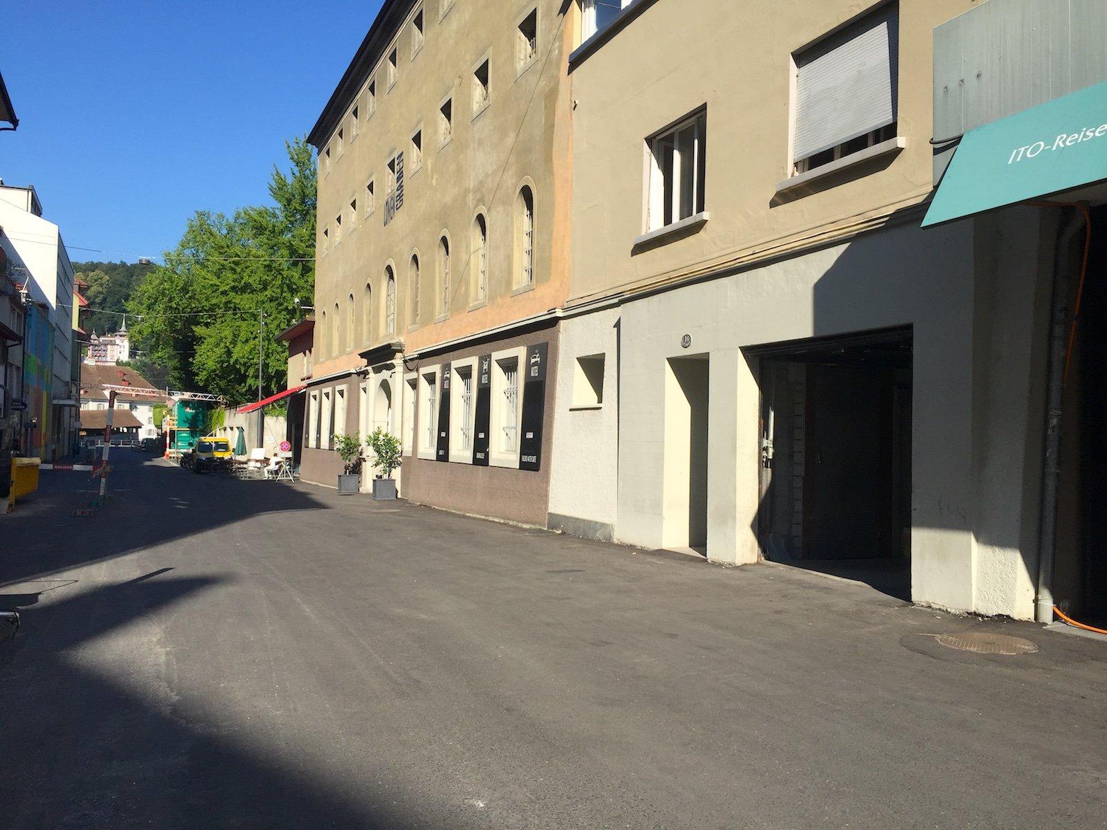 In der Garage neben dem Hotel Barabas ist eine neue Bar geplant, die im Sommer zum Strassencafé wird.