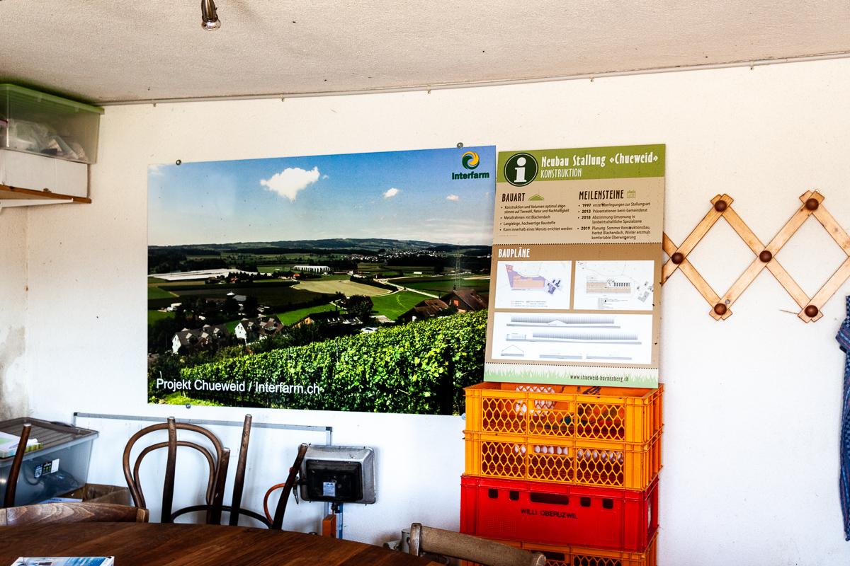 Im Besucherraum des Hofes erhält man Informationen zum Grossprojekt.