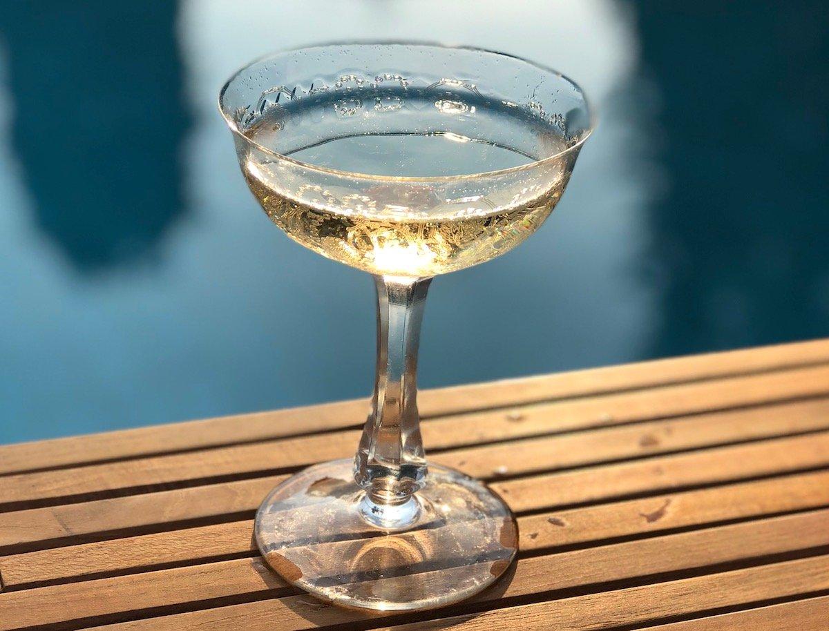 Schmeckt immer: Champagner, der bewährte Chlöpfmost.