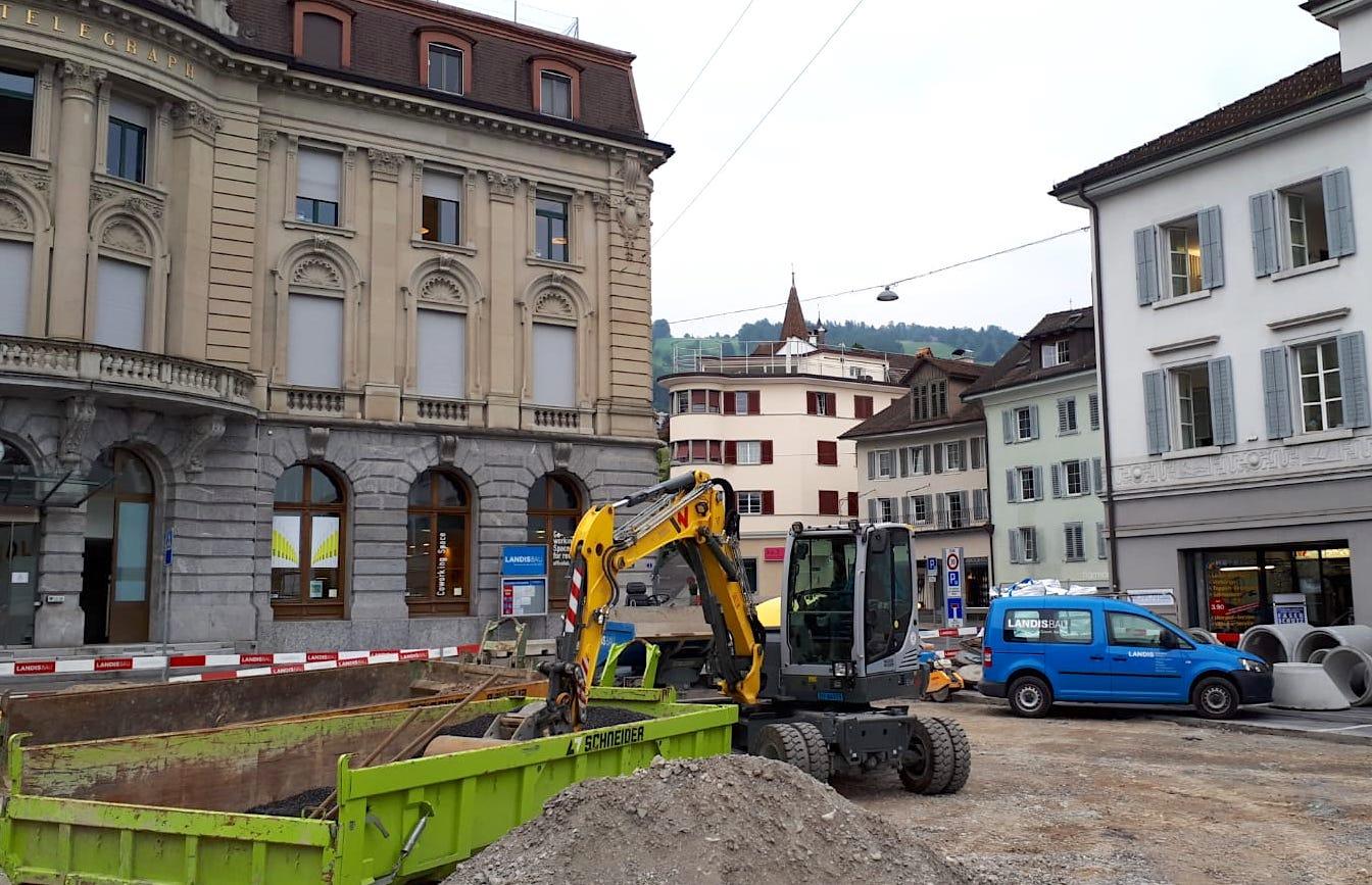 Oberer Parpkplatz ist weg – Sanierungsarbeiten auf dem Postplatz in Zug.