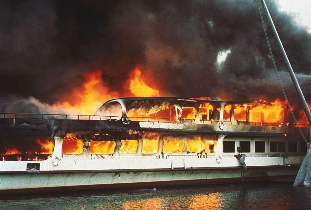 Brand des Motorschiffs Europa in der Werft der SGV vom 20. Februar 1993.