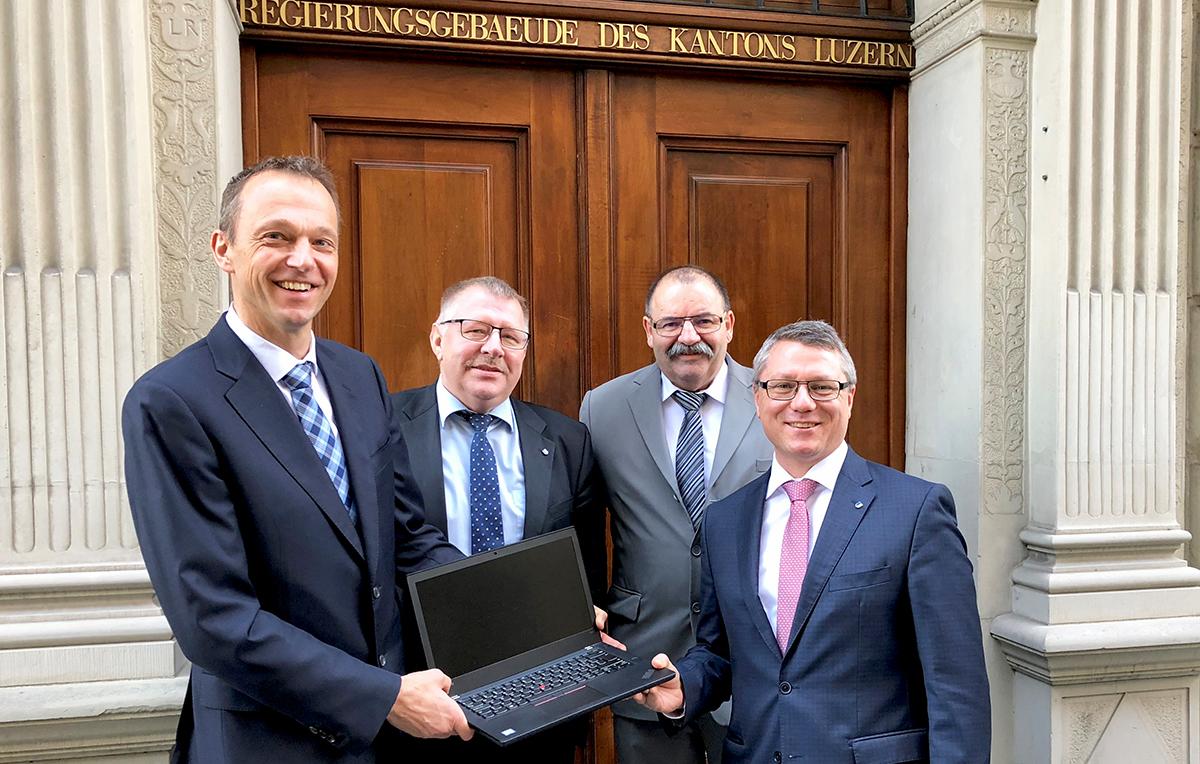 Guido Roos (CVP), Willi Knecht (SVP), Guido Bucher (FDP) und Jörg Meyer (SP) setzen sich für besseres Internet ein.