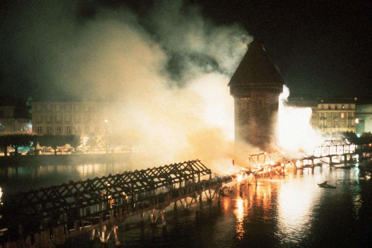 Schicksalstag 18. August 1993: Die Kapellbrücke brennt. Jede Hilfe kommt zu spät.