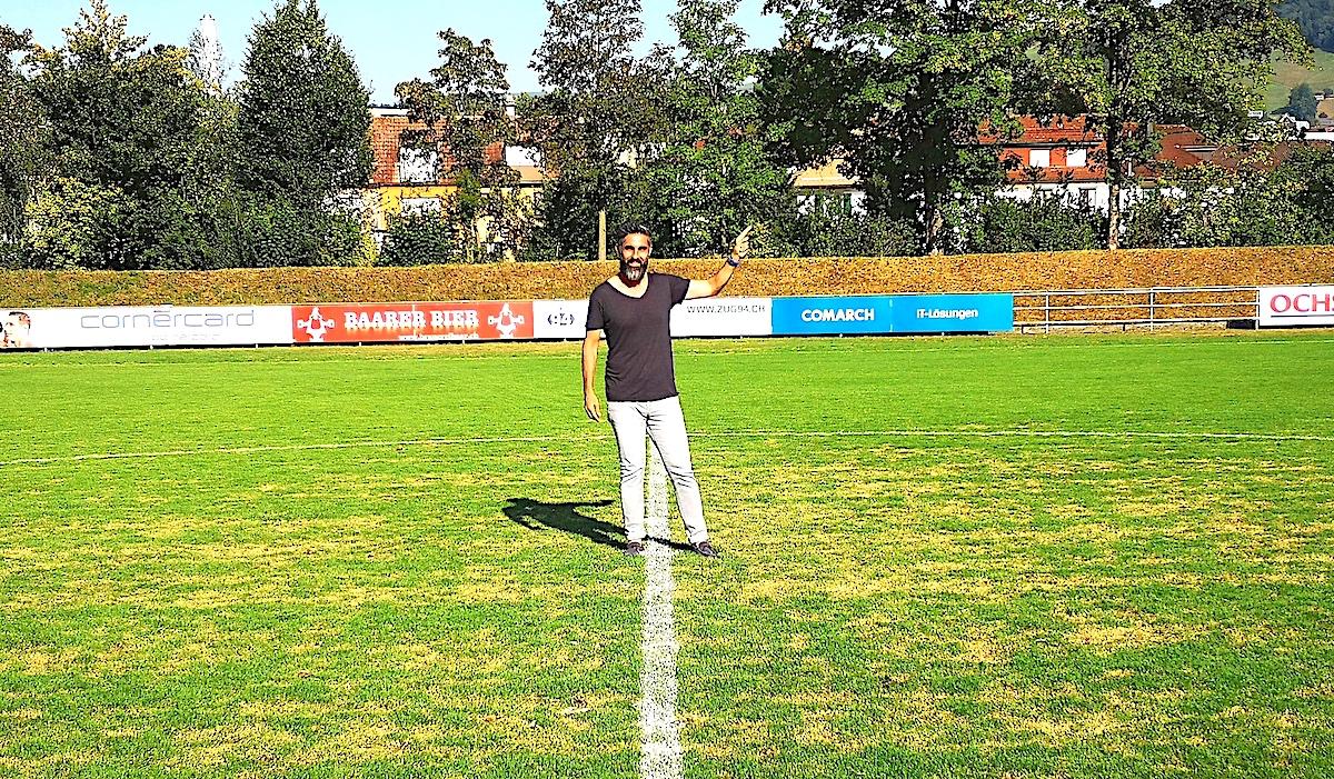 Aus kompakter Verteidigung heraus schnell umschalten und dann flott Richtung gegnerisches Tor: Ergün Dogru gibt bei Zug 94 nun die fussballerische Taktik vor.