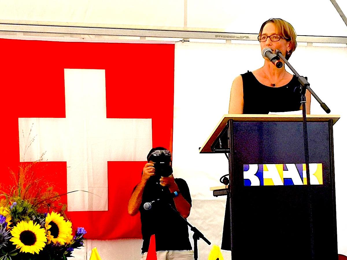 Glencore-Personalleiterin Gerda Schwindt bei ihrer 1. August-Rede.