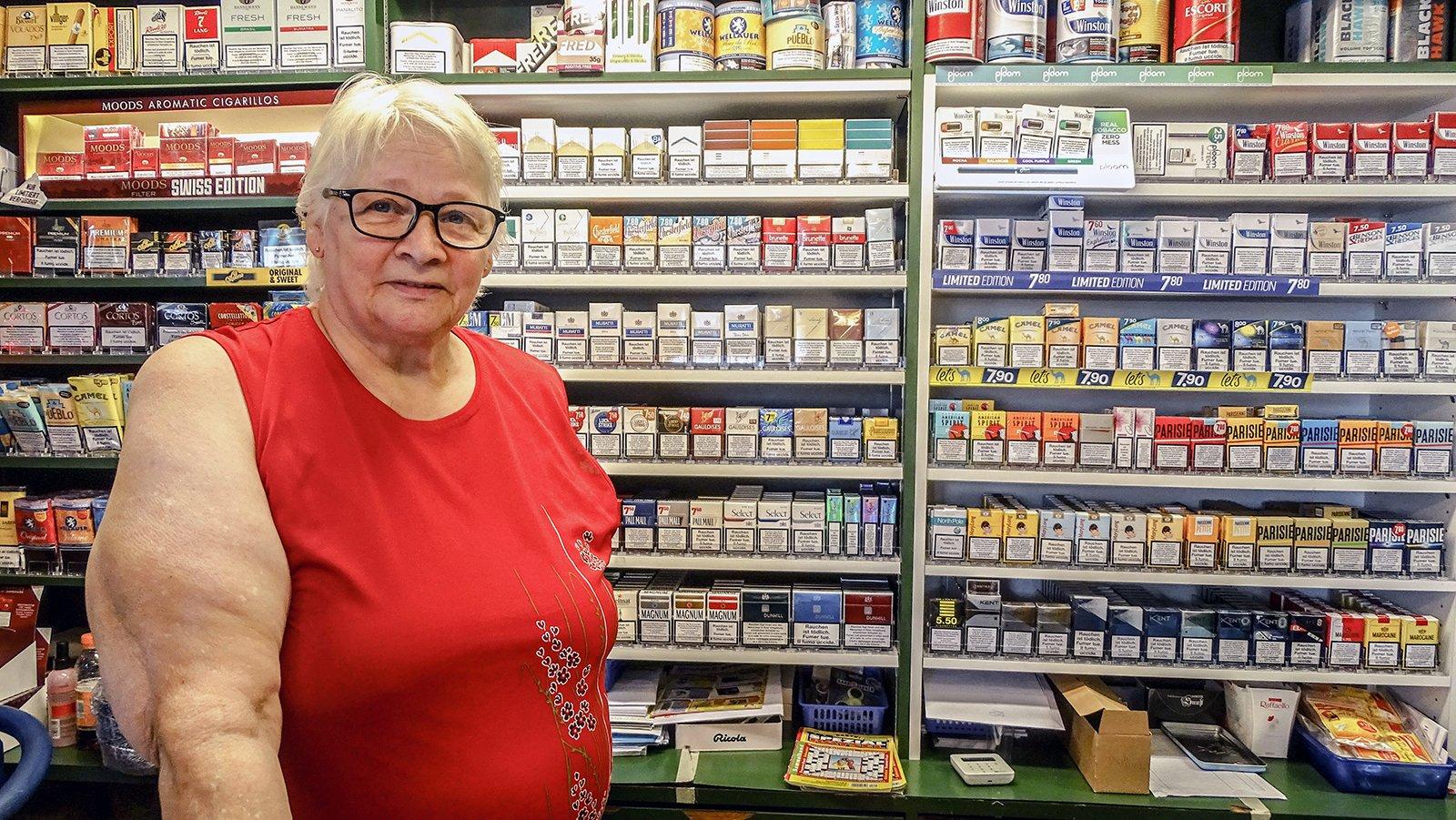 Marlies Sabani – sogar als Rentnerin steht sie lieber selbst noch hinter der Kiosktheke.