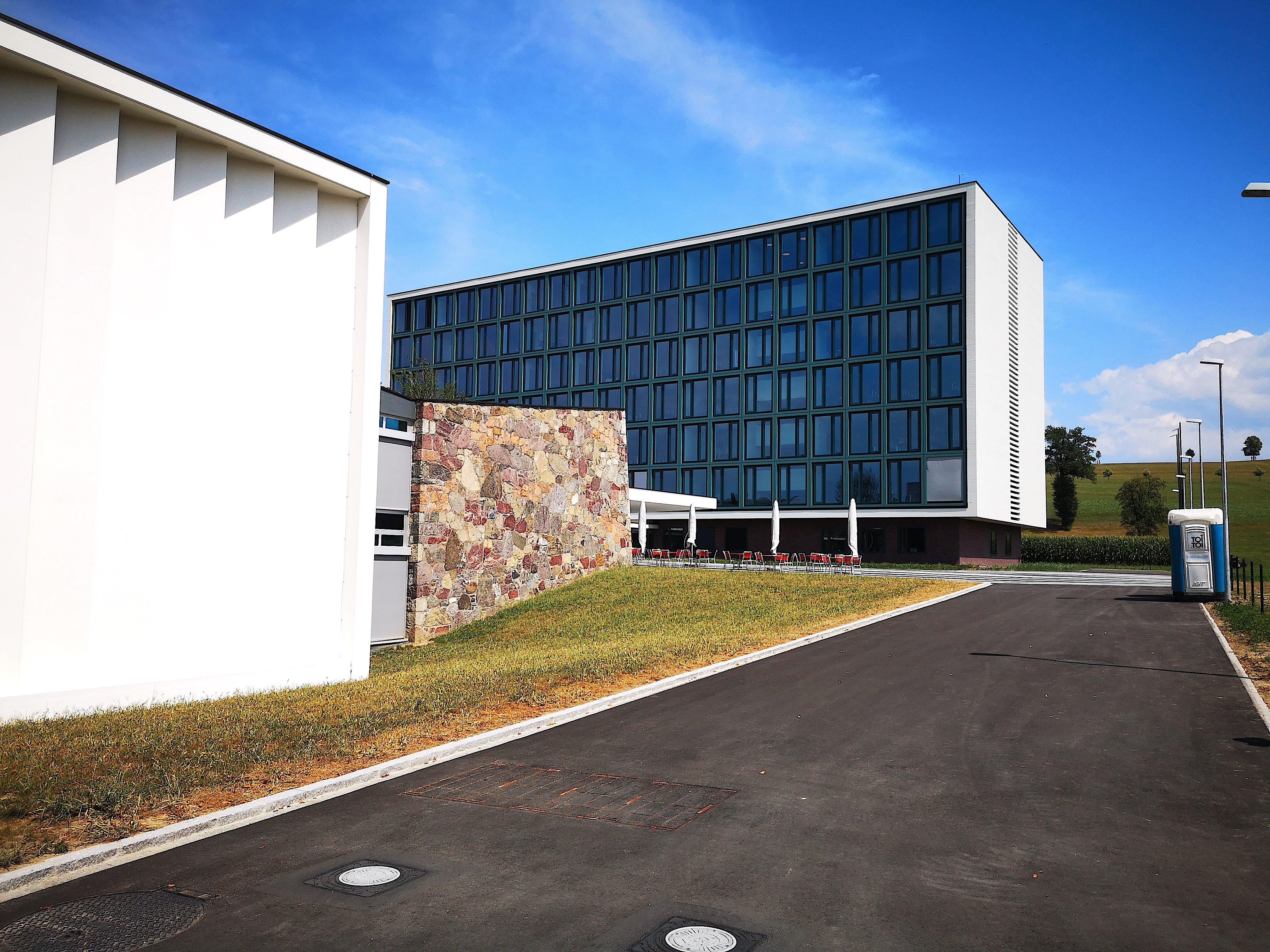 Imposantes Architekturensemble: Die Kantonsschule Menzingen wurde für 110 Millionen Franken umgebaut und erweitert. Dabei hat man das hintere denkmalgeschützte Gebäude abgerissen und wieder aufgebaut.