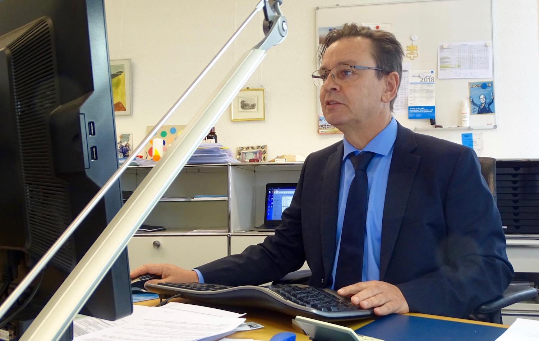 Martin Bucherer an seinem Arbeitsplatz. Die Kantone müssen den «Inländervorrang light» umsetzen.