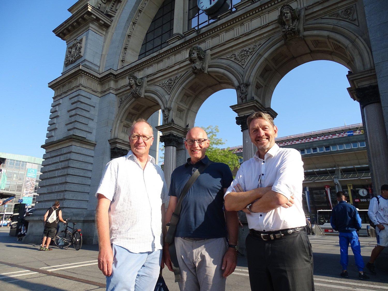 Können dem Torbogen nichts Positives abgewinnen: Architekturblogger Gerold Kunz, Stadtarchitekt Jürg Rehsteiner und Marc Syfrig, Initiant des Seeparkings (v.l.n.r.).