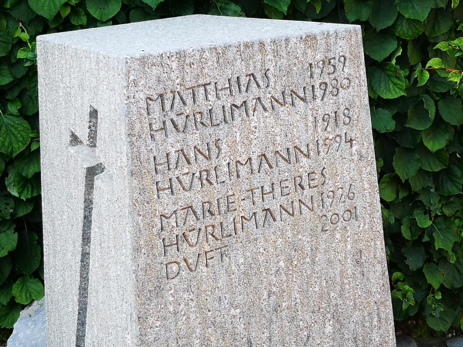 Literarisches Hauptthema von Thomas Hürlimann ist die Familie: Familiengrab der Hürlimanns auf dem Friedhof St. Michael in Zug.