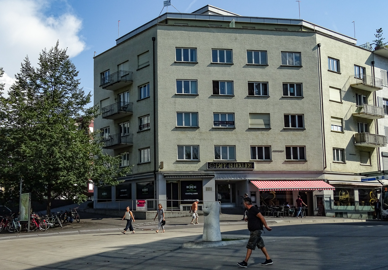 Statt Knecht Mode und Confiserie Meier heisst es nun Bionic Sport und Café Glücklich.