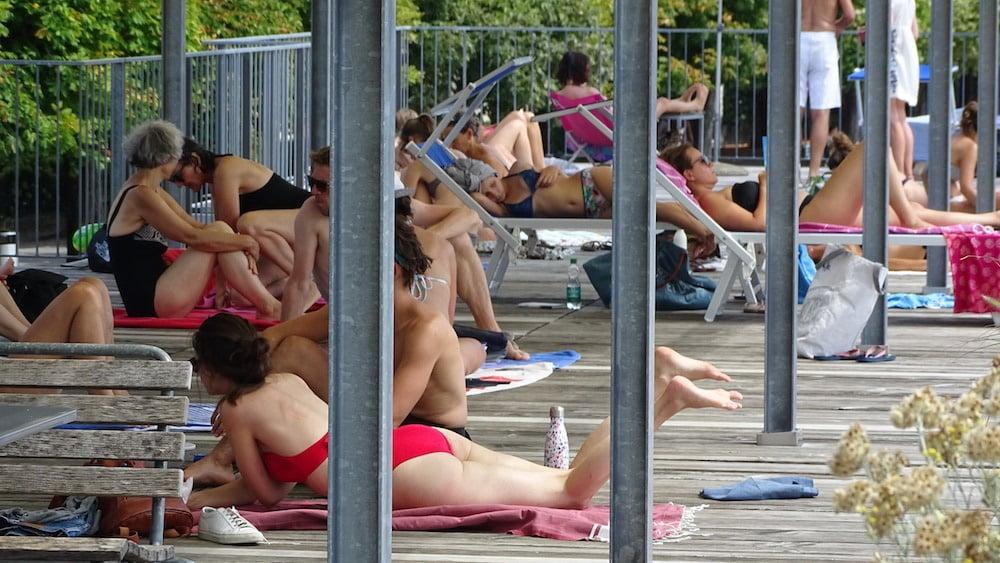 In diesem Sommer hatten die Menschen viele Gelegenheiten, in die Badi zu gehen.