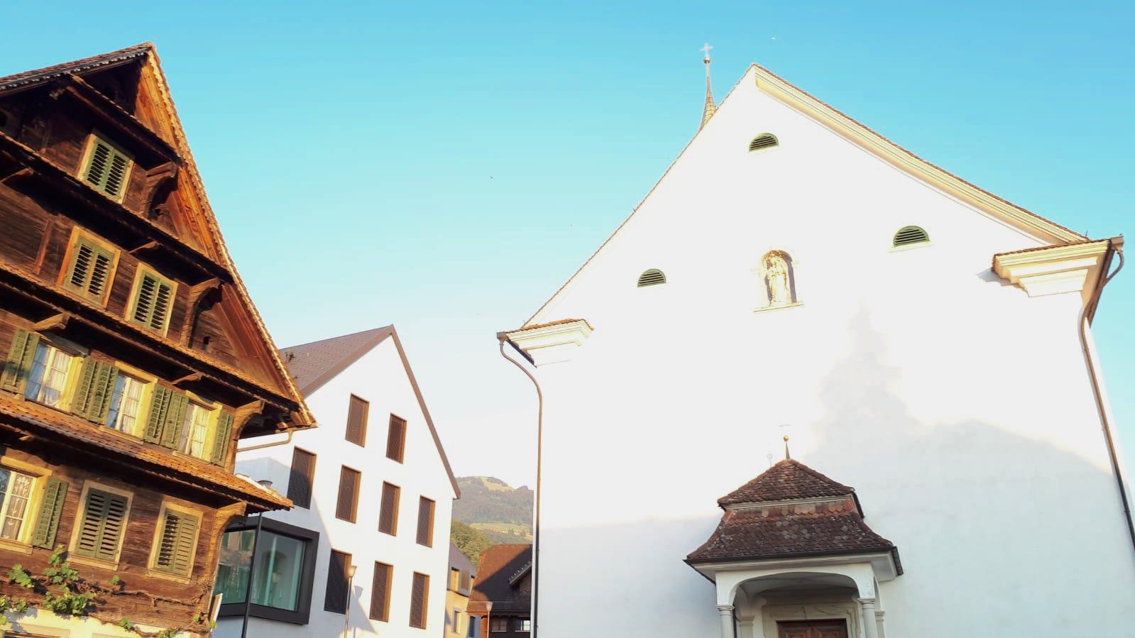Walchwil hat neben der katholischen Kirche nun ein modernes Dorfzentrum.