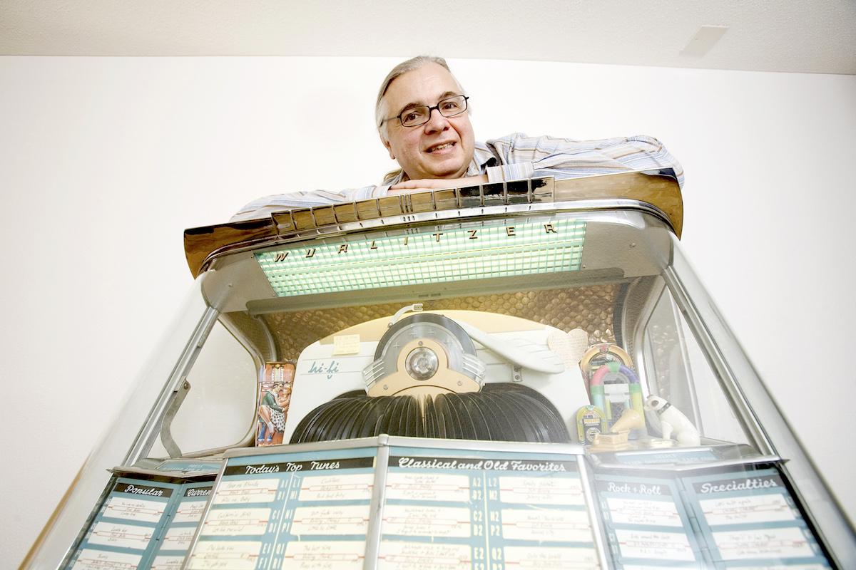 Michel Richter vor seiner Music-Jukebox.