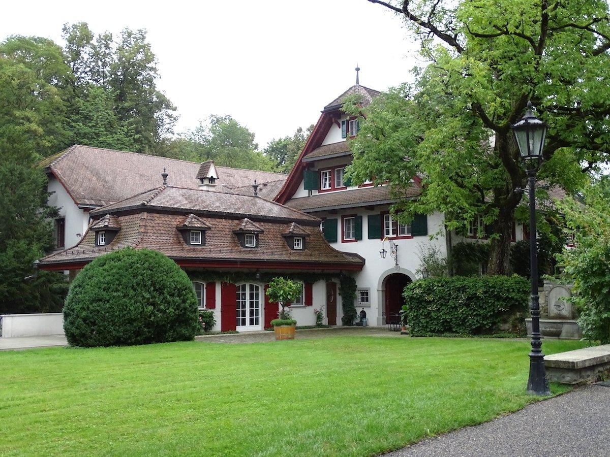 Auch das kleinere der beiden Wohnhäuser, das Gästehaus, kann sich sehen lassen.