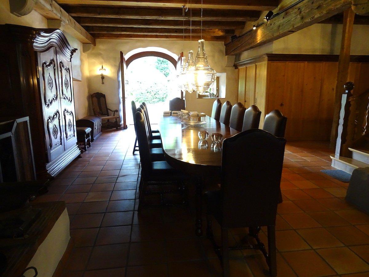Das Innere des Gästehauses präsentiert sich ziemlich rustikal.