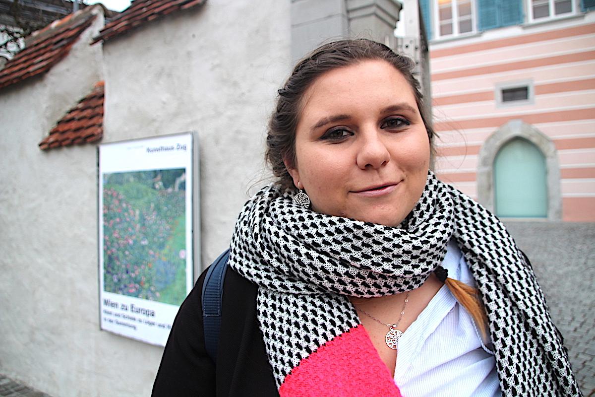 Virginia Köpfli: Erst machte sie mit BH-Verbrennungen Schlagzeilen. Jetzt macht die Hünenberger Kantonsratskandidatin Wahlkampf mit Guerillafahnen.