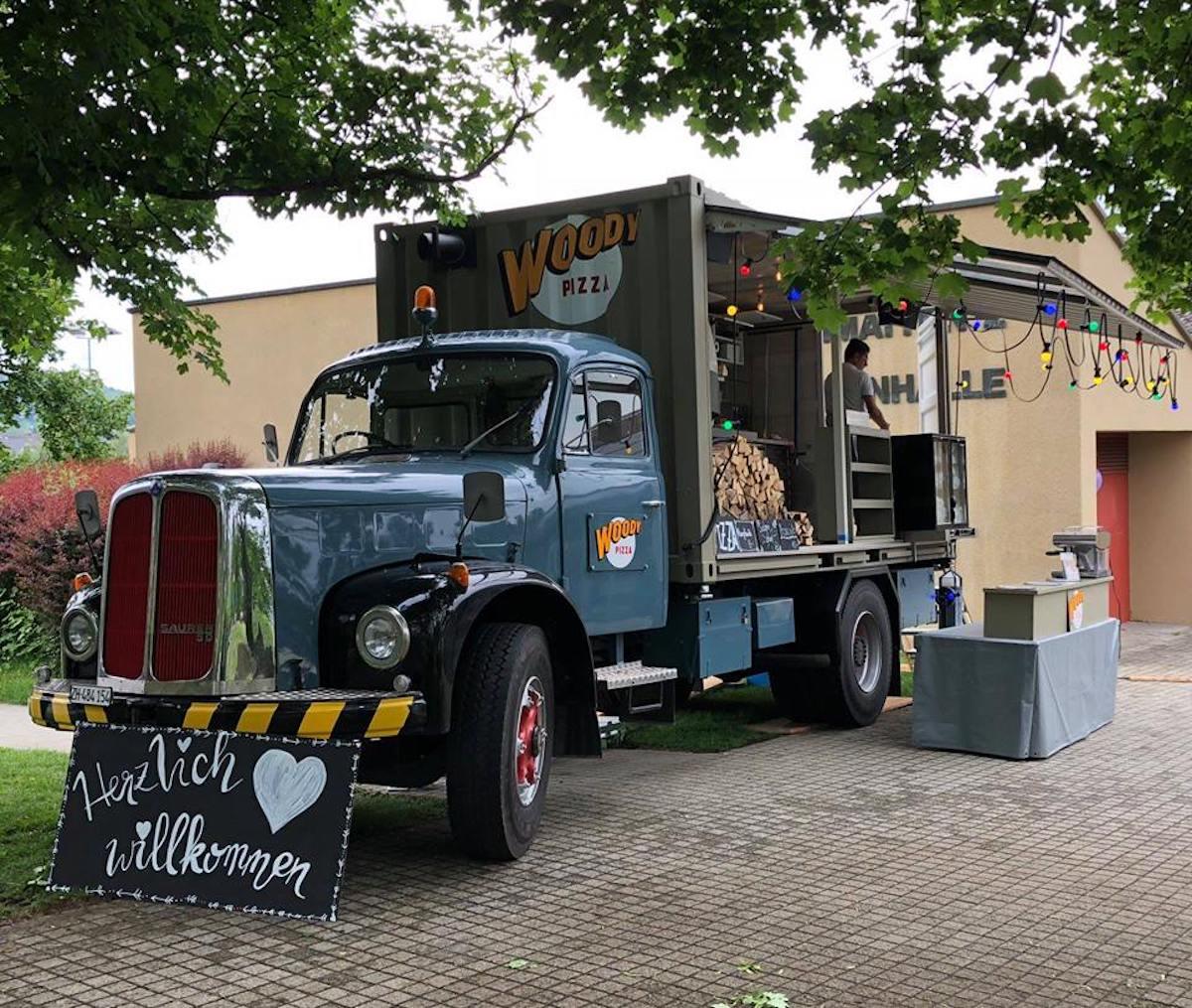 Als Basis für den Foodtruck dient ein alter Saurer-Lastwagen.