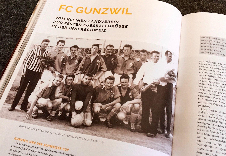 Viele Vereine sind mit einem alten Mannschaftsfoto präsent. So etwa der FC Gunzwil.