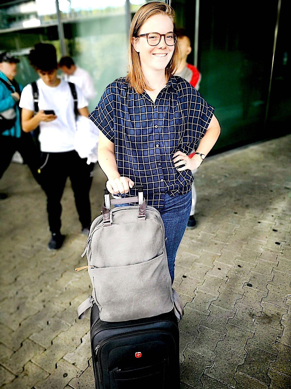 Fährt für eine Woche nach Germany: Liz – natürlich mit Rollkoffer.