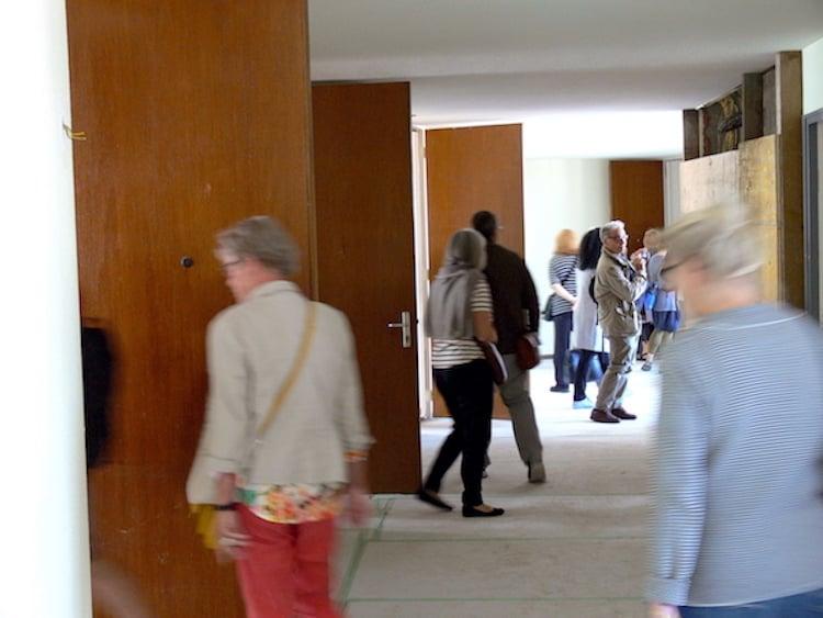 Die vom Stararchitekten entworfenen Wohnungen stossen bei den Besuchern auf reges Interesse.