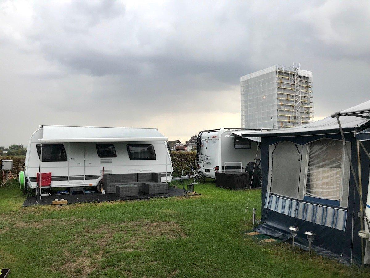 Dunkle Wolken über dem Campingplatz Brüggli: 2022 soll der Platz schliessen.